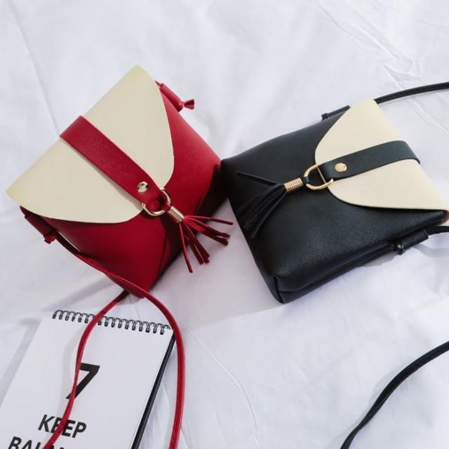 【艾兒時尚】日韓時尚復古百搭防水流蘇單肩斜背包 單肩包 護照包 外出小包(可選幸運色)