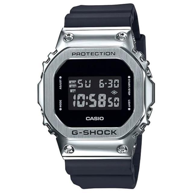 【CASIO 卡西歐】G-SHOCK 經典復古金屬框潮流運動電子錶-黑X銀框(GM-5600-1)